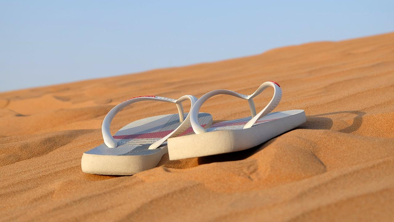 รองเท้ารัดส้นสำหรับผู้หญิง